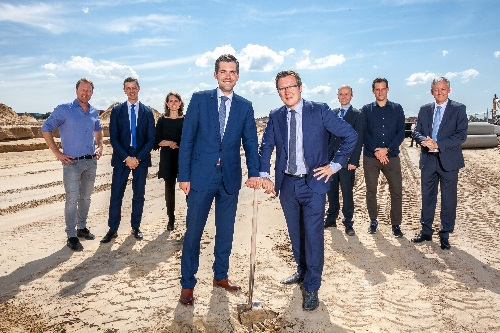 Groundbreaking Picture 2: (from left to right) Marc Fischer, Stefan Feltens, Theresa Holler, Joost van den Akker, Bob Vostermans, Dr. Ulrich Wandel, Stephan Weber, Antoin Scholten.